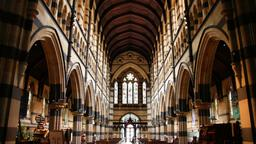 Melbourne hotels near St Paul's Cathedral